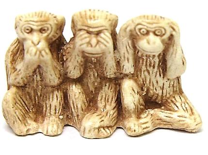 Нэцкэ с тремя обезьянами - это воплощение одной популярной буддийской мудрости